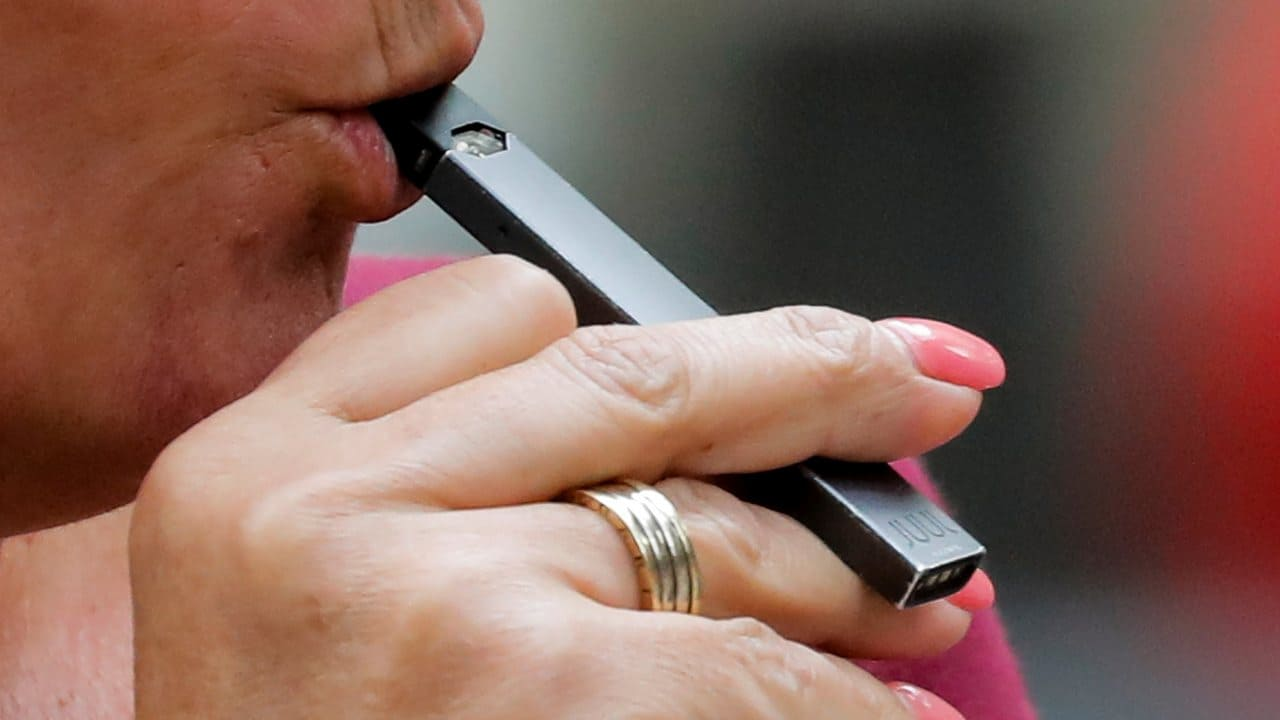 Photo of Juul Planning E-Cigarette Entry into India, Makes Key Hires